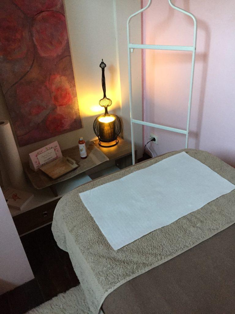 esthéticienne à domicile Lille Wattrelos vernis semi permanent soin visage massage maquillage épilation journée bien être