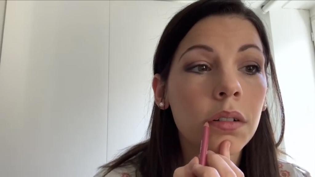 esthéticienne à domicile lille Wattrelos vernis semi permanent soin visage massage maquillage epilation tuto maquillage
